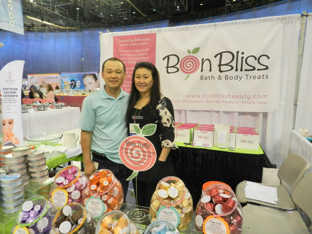 <p>Jay and Elissa Choi of Bon Bliss smile sweetly for the camera.</p>