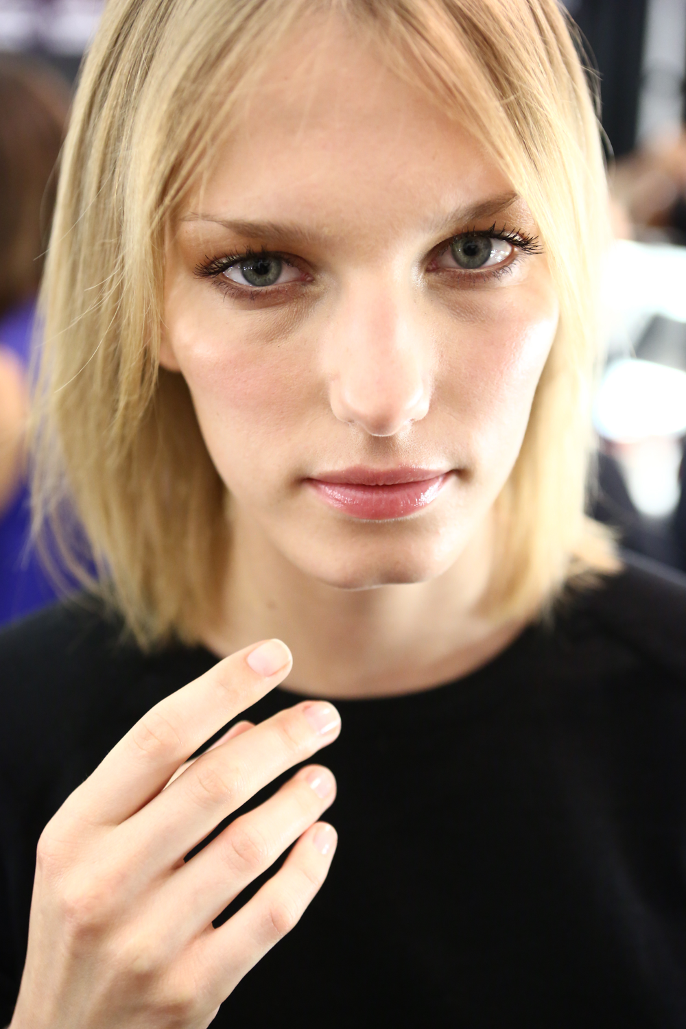 <p>In a show full of colorful caftans and flowy dresses, nails remained on the lighter side<strong>. Essie</strong> in First Base, Allure, Van D&rsquo;Go, and Good to Go topped off the model&rsquo;s nails.</p>