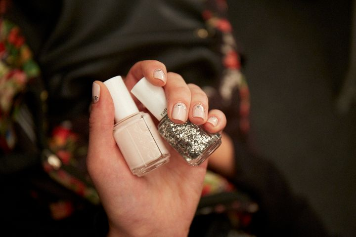 <p>Julie Kandalec for Essie mimicked jewels trailing down the nail at Naeem Khan.</p>
