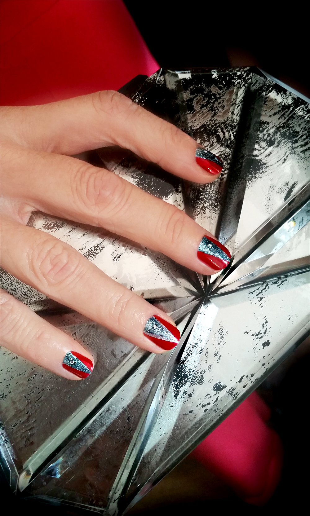 <p>Elaine Watson, vice president of sales and marketing and global education director for Cuccio Colour, used Red Eye to Shanghai, Cina Pro Striping Tape, and Vegas Vixen on Emmy nominee Minnie Driver. Image courtesy of Cuccio.&nbsp;</p>