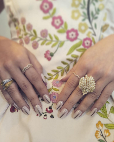 <p>Christina Aviles used two coats of Essie Allure and a vertical stripe of Good as Gold down the center of each nail for Sarah Hyland to wear to the Emmys.</p>