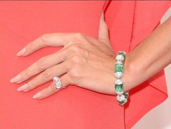 <p>Nude nails by Tom Bachik adorned Heidi Klum's tips. Image via @tombachik.&nbsp;</p>