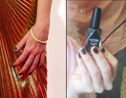 <p>Taryn Manning wore Azature's Black Diamond for her Emmy manicure. Celebrity manicurist Kait Mosh bedecked the OITB star's nails. Image via @azature.&nbsp;</p>