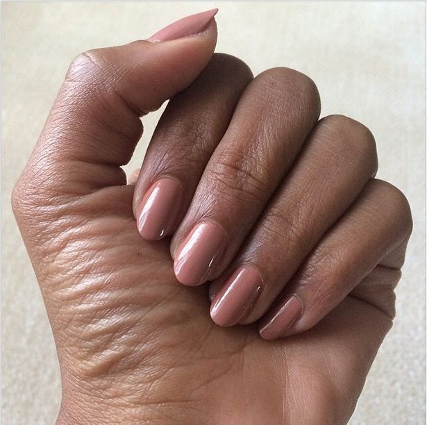 <p>Ashlie Johnson used Chanel's Rose Confidnetiel for Kerry Washington's Emmy manicure. Image via @kerrywashingston.&nbsp;</p>
