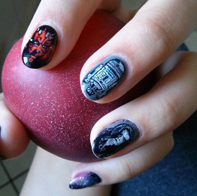 "<p>The Emperor, R2D2, Darth Maul nails by <a href=""https://instagram.com/fahlasia"">Joanna Fahl</a>, Poland</p>"