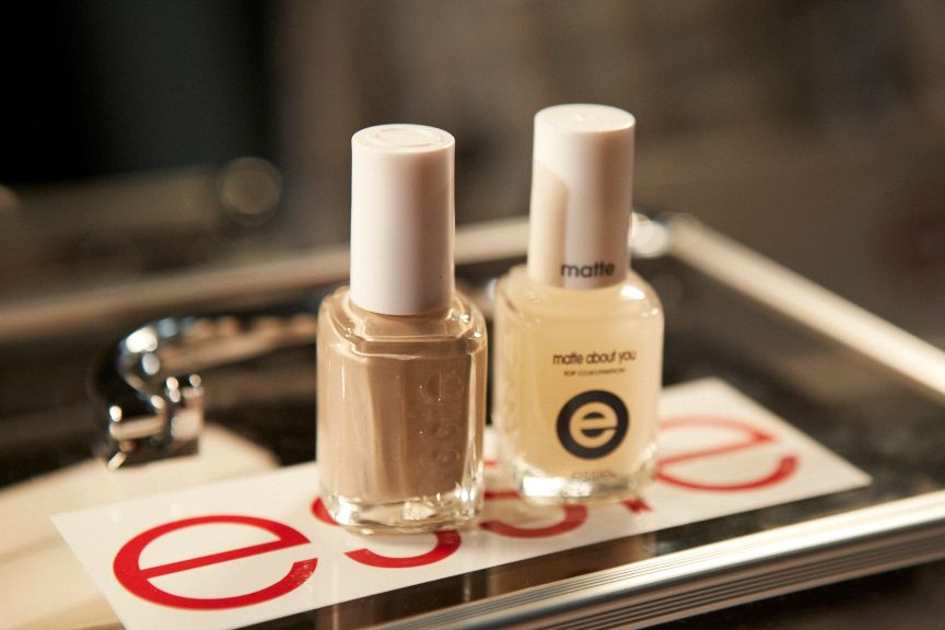 <p>Michelle Saunders used Essie Jazz and Matte About You for the taupe nails at Alexander Wang.</p>