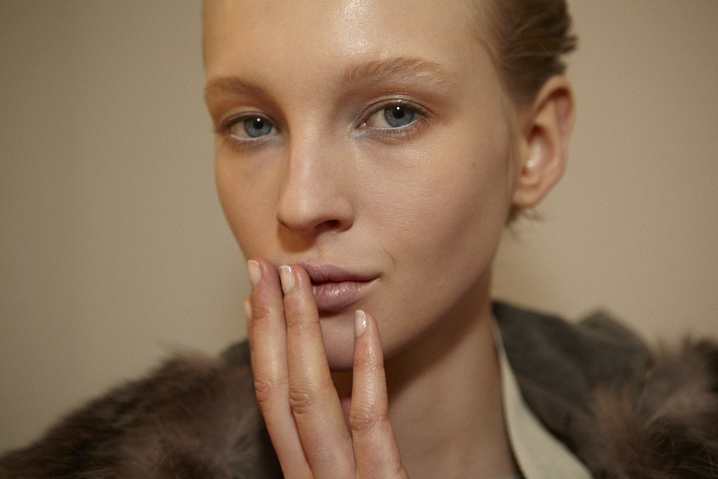 <p>Julie Kandalec wanted a sophisticared manicure for Altuzarra's show, using Essie polish in Adore A Ball.</p>