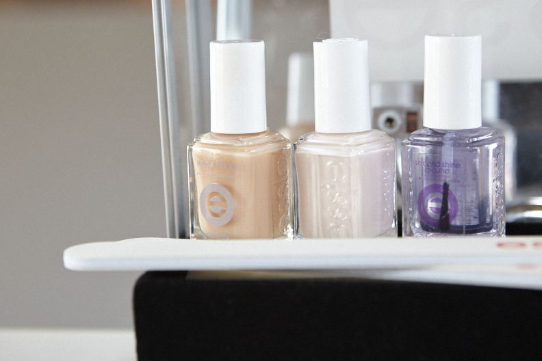 <p>Remark used one coat of Essie Limo-Scene sandwiched between base and top coat for the nails at Brock.</p>