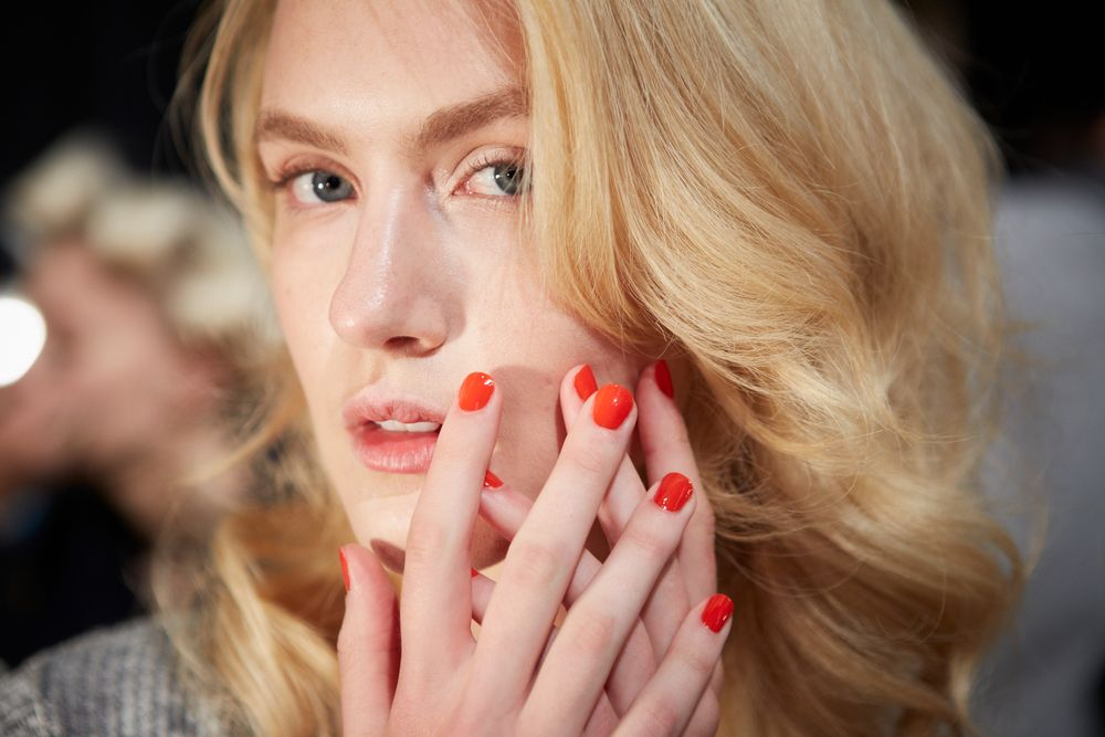 <p>Jenny Packham took inspiration from style icon Marilyn Monroe for her Spring/Summer 2015 runway show. Photo courtesy of Essie.&nbsp;</p>