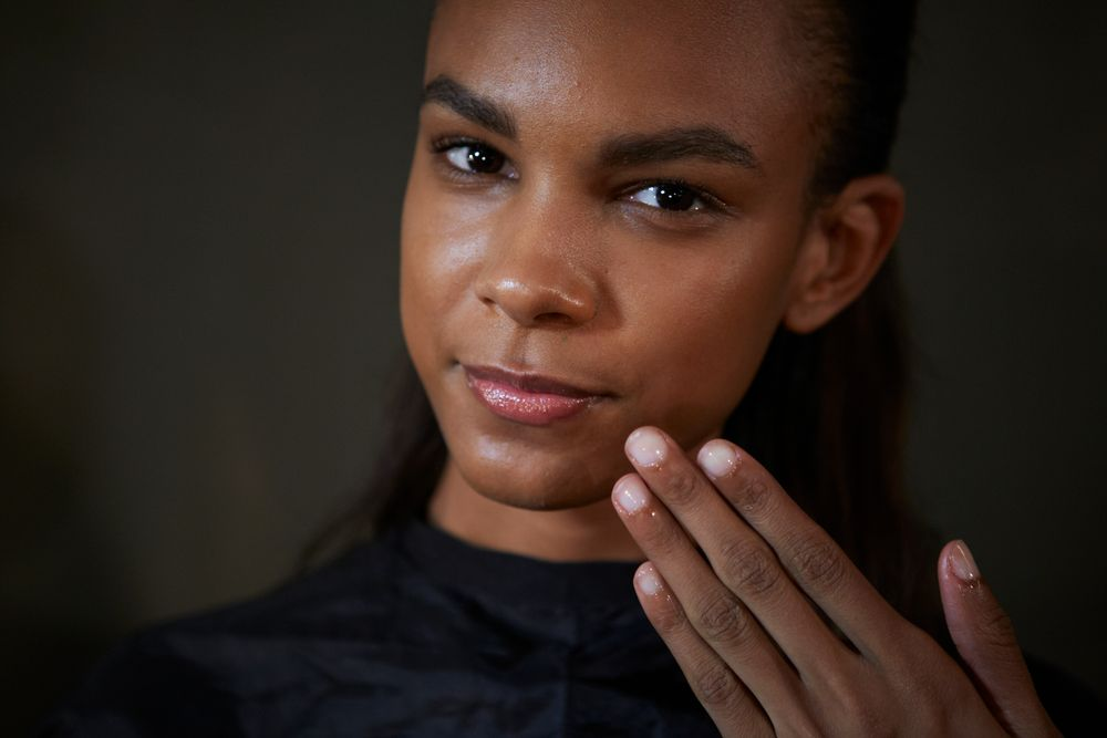 <p>To complement Proenza Schouler&rsquo;s &lsquo;American sportswear&rsquo; themed Spring/Summer 2015 collection, Michelle Saunders for Essie created a&nbsp;minimal, glossy&nbsp;nail.&nbsp;</p>