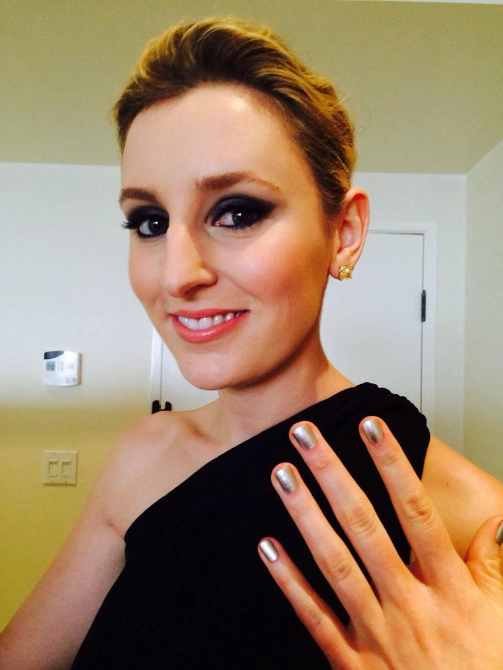 <p>Laura Carmichael got red carpet ready for the Globes with Essie There's No Place Like Chrome with nails by Julie Kandalec. Image via @essiepolish.</p>