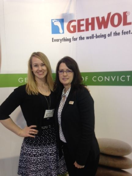 <p>NAILS' Shannon Rahn chats with Gehwol's Shelley Kessler.</p>
