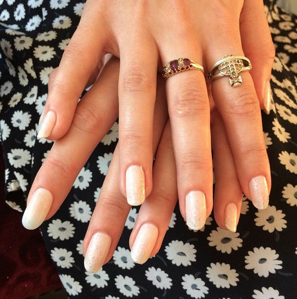 <p>Julie Kandalec used two coats of Essie Marshmallow and Luxeffects A Cut Above to get Charli XCX Grammy-ready. Image via @essiepolish.</p>