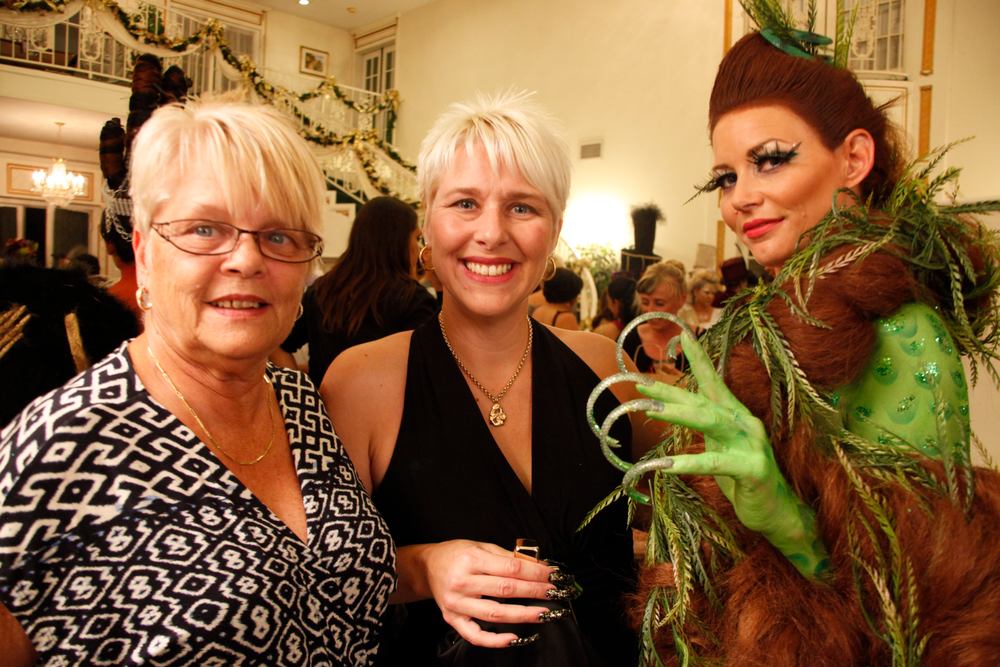 <p>Nail tech Joy Yavenue (center) with her mother and a model.</p>