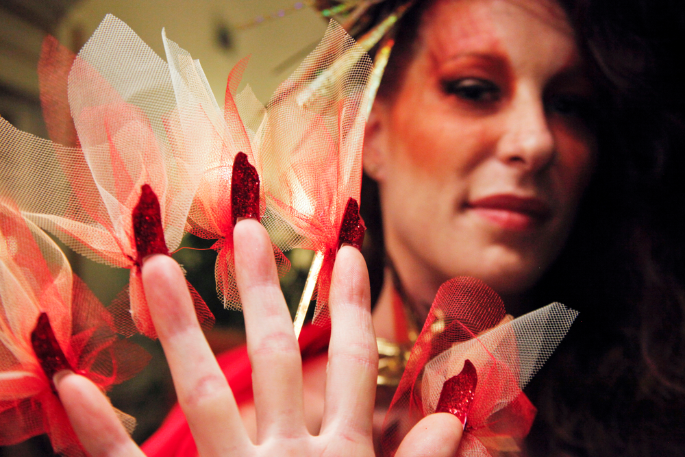 <p>Headliners Salon: This ensemble represents the Valley of Fire, a national park in Las Vegas. The nail tips were cut out in the shape of flames.</p>