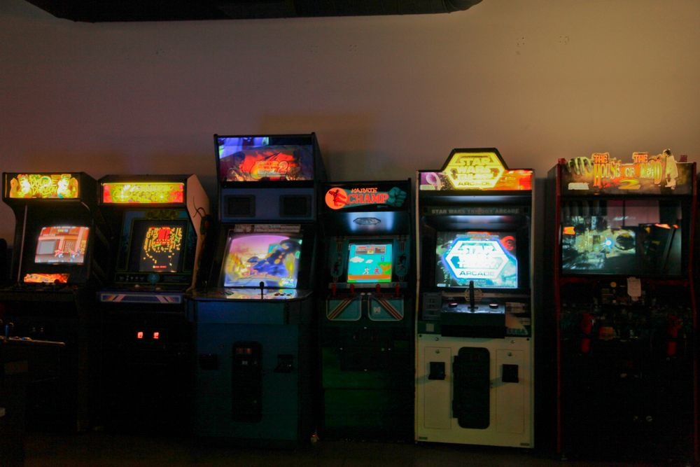 "<p><a href=""http://insertcoinslv.com"">Insert Coin(s) Video Game Arcade Bar</a></p>"