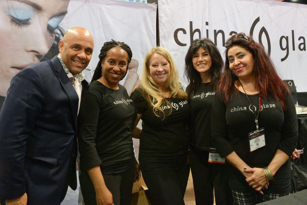 <p>AII's Donald Anderson and China Glaze's Kimberly Woodard, Vicki Ornellas, Paula Pedrero, Elham Jazab&nbsp;</p>
