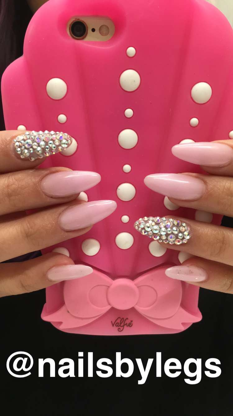 <p>Nails by&nbsp;Ellegra Davis&nbsp;</p>