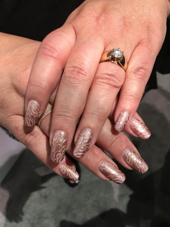 <p>Nails by Gelish</p>