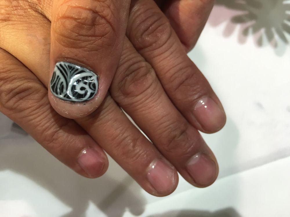 <p>Nail art by IBD's Tan Nguyen&nbsp;</p>
