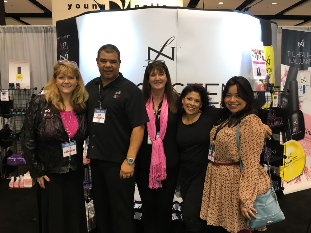 <p>Famous Name's Pam Black, Ken Cooper, Lisa Cooper, Lisa Wong, and NAILS' associate editor Sigourney&nbsp;Nu&ntilde;ez</p>