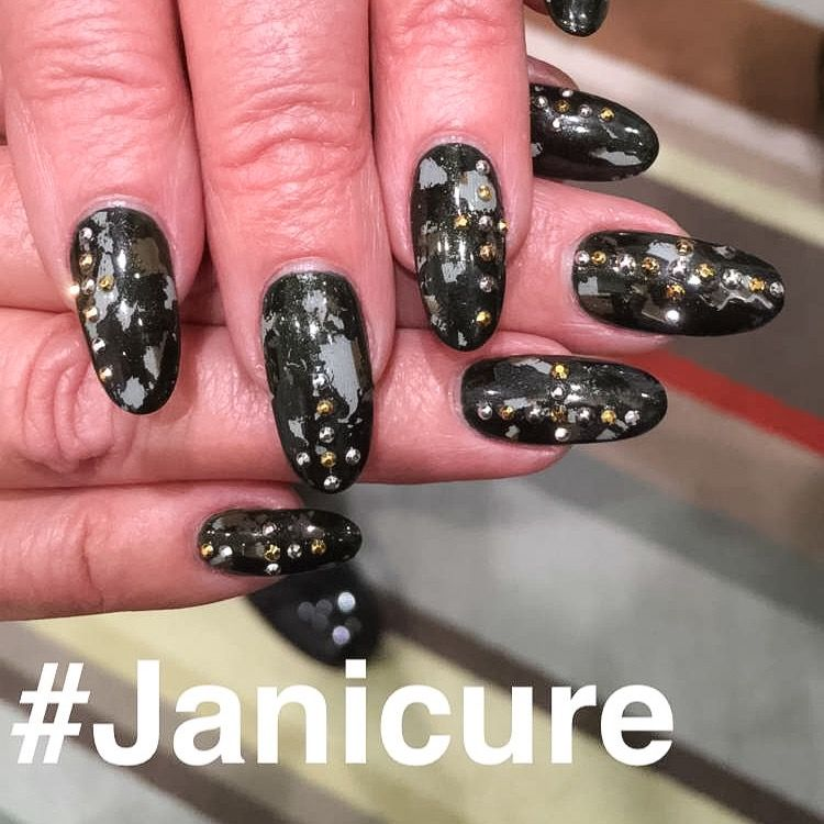 <p>Nails by CND's Michele-Myhanh Huynh for Jan Arnold</p>