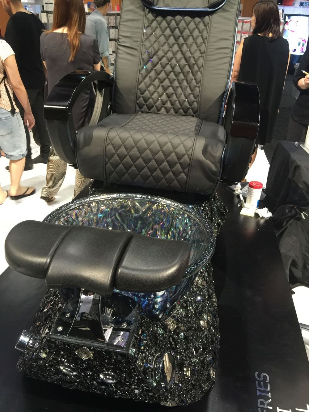 """<p style=""""margin: 0in 0in 8.0pt 0in;"""">Kellie DeFries spent more than 200 hours blinging out a Whale Spa chair. It was absolutely beautiful and it is retailed at $25,000.</p>"""