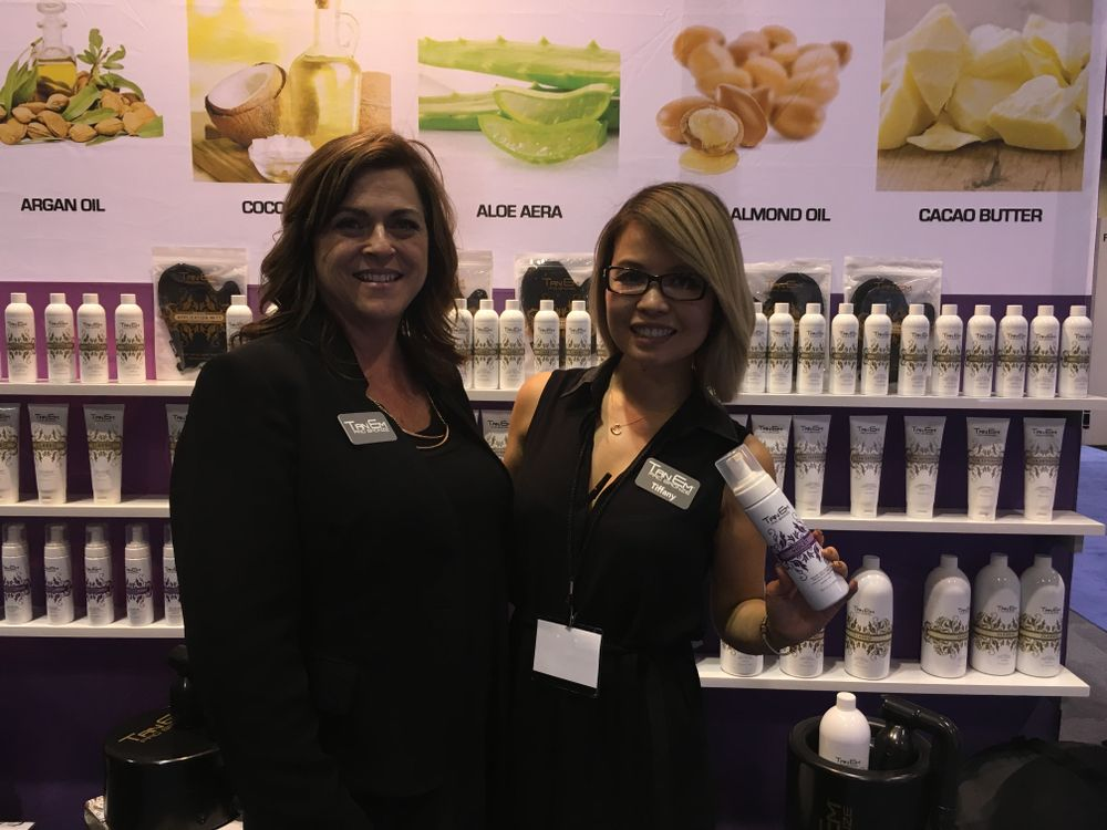 <p>Tiffany Ngo (right)&nbsp;wants to incorporate spray tans as an add-on service or as retail items in nail salons. Nail tech Shannon Rooney help man the booth with her all weekend.</p>