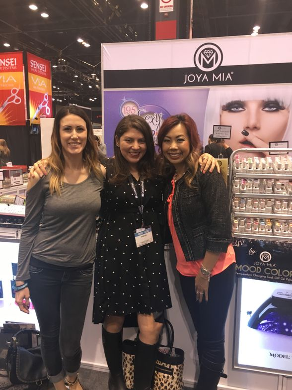 <p>NTNA's Dana Cecil, Beth Livesay, and Sindy Mark at the Joya Mia booth</p>