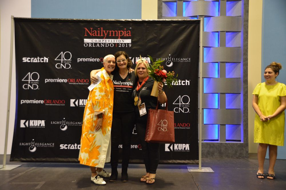 <p>Individual top scorer Hazel Dixon (far right) with organizer Alex Fox (center) and judge Jan Arnold (left)</p>