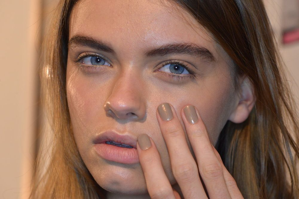 <p>The Brock collection focused on 90s minimalish, so Jin Soon Choi chose a timeless nude for the nails.</p>