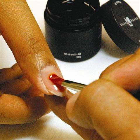 Young Nails' Mani Q Natural Nail Care Gel
