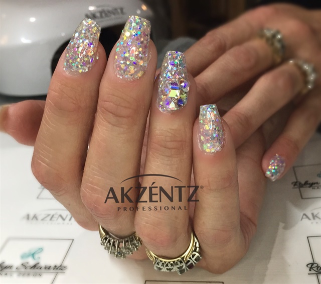 Akzéntz ACE certified educator Robyn Schwartz created this sparkly nail look.