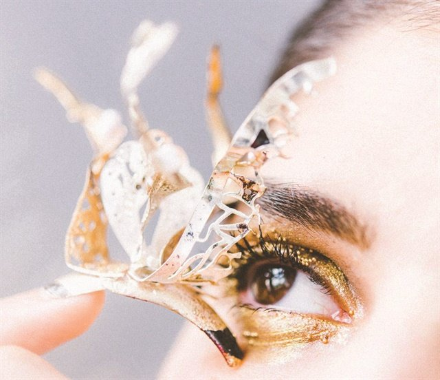 <p>BlancheMacdonaldNail Studio graduate Stefania Flex proves that, though conservative looks are most common in Canada, Canadian techs can also nail eye-catching 3-D looks.</p>