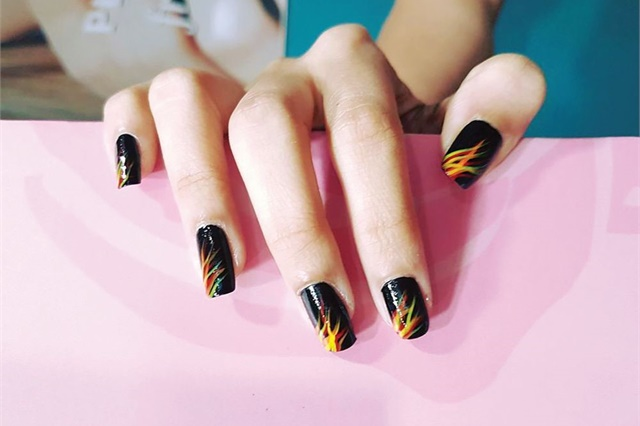 <p>These feathered nails are by Kavita Kopar Manik, a graduate of Nail Lounge Academy. </p>
