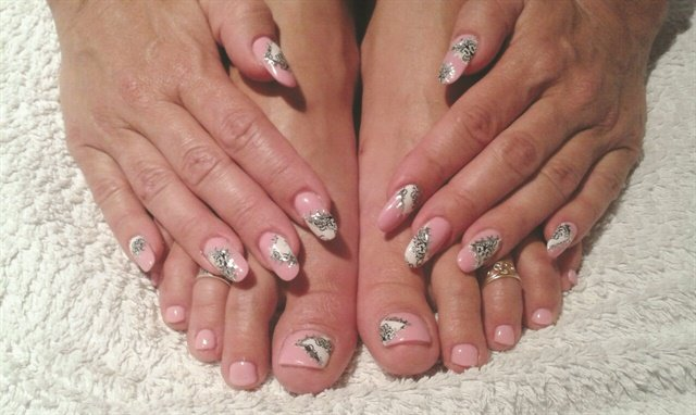 <p>Unlike many nail-focused salons in Germany that only offer services on hands, Nagelatelier Exquisit also offers feet-related services such as pedicures.</p>