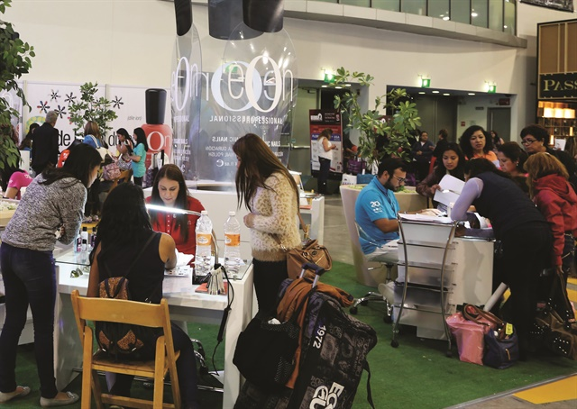 <p>Expo Beauty Show (EBS) attendees watch demos by the Eon division of Jalisco, Mexico-based nail manufacturer Organic Nails. &nbsp;Photo by Expo Beauty Show</p>