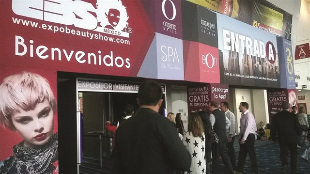 Attendees are welcomed to EBS. Photo by Expo Beauty Show