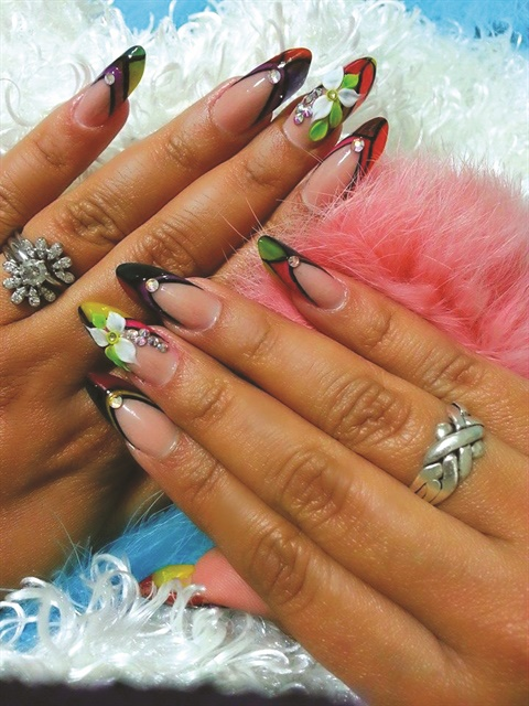 <p>Full sets of nails, like these by Triana Ramirez, complement the princess dresses worn at quincea&ntilde;eras.</p>