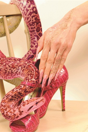 "<p class=""captionsBASICTEXT"" align=""left"">Nails by Sam Biddle</p>"
