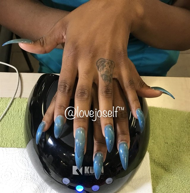<p>I did a fill for a classmate with cat-eye polish!</p>