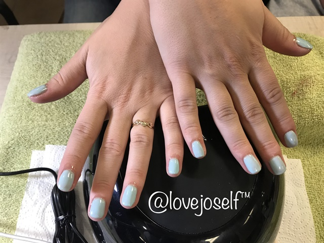 I loved this baby blue gel-polish!