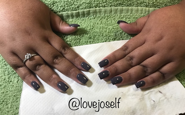 <p>We chose a beautiful Essie polish for this fill.</p>