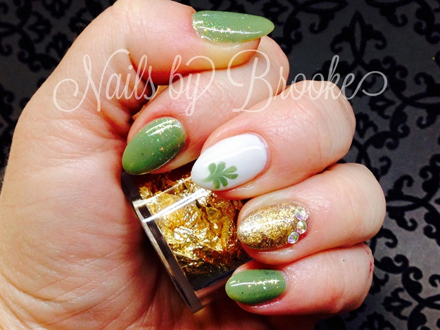 Day 62: Gold Accent Nail Art - - NAILS Magazine