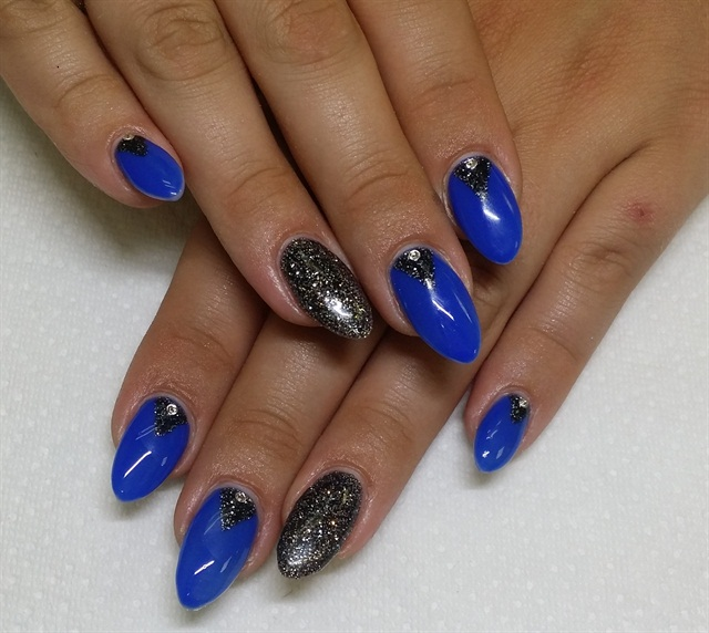 Day 8: Winter Shimmer Nail Art - - NAILS Magazine
