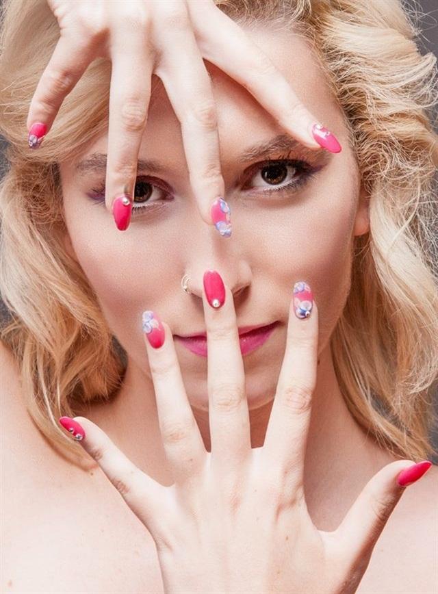 Day 94: Hand Model Nail Art - - NAILS Magazine