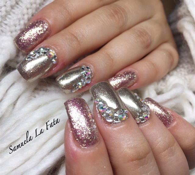 Samuela La Fata, Verona, Italy. Keywords: chrome nails floral nail art ... - Day 217: Flowers & Chrome Nail Art - - NAILS Magazine