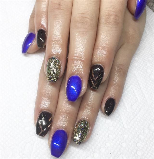 Day 74 Abstract French Nail Art: Day 225: Gold Chevron Nail Art