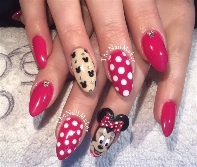 Minnie Mouse Nails: Day 242: Minnie Mouse Nail Art