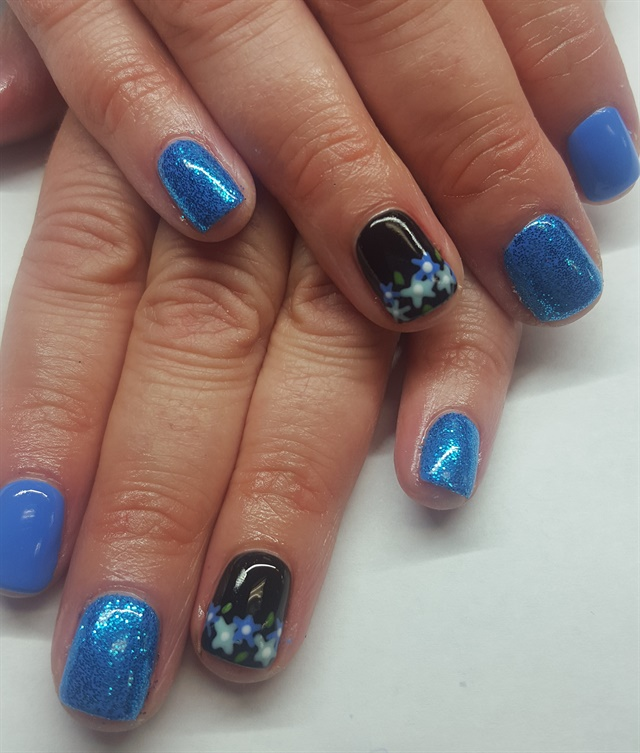 Day 25: Delicate Flower Nail Art - - NAILS Magazine
